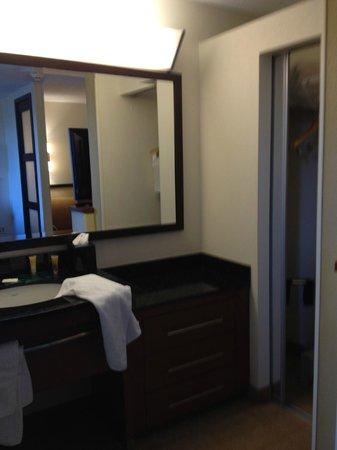 Hyatt Place Busch Gardens: view from foot of bed to vanity/closet area