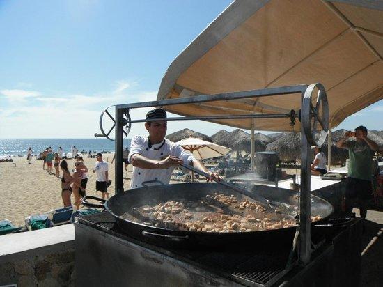 Royal Solaris Los Cabos: paella on the beach