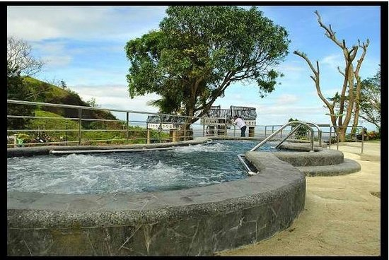 Sol Y Viento Mountain Hot Springs Resort:                                     Resort's Jacuzzi