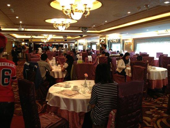 Cosmos Hotel Taipei:                                     Spacious Dining room