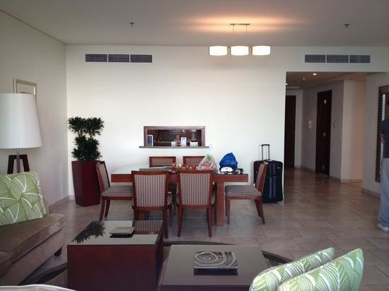 JA Oasis Beach Tower:                   dining area