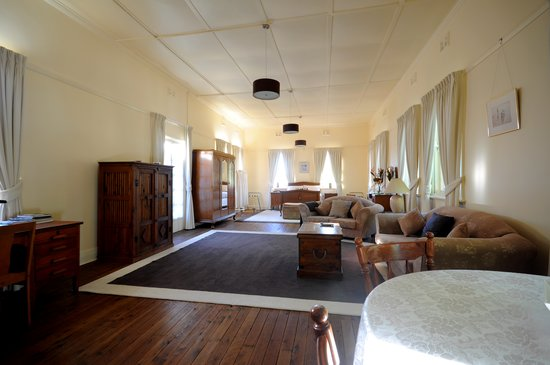 The Old Parkes Convent : Top of the Chapel bedroom/living area
