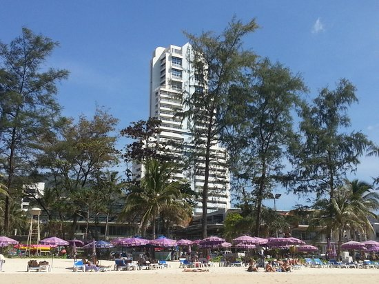 Patong Tower Holiday Rentals : VUE FROM THE BEACH
