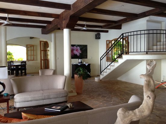 El Castillo Hotel:                   Lobby