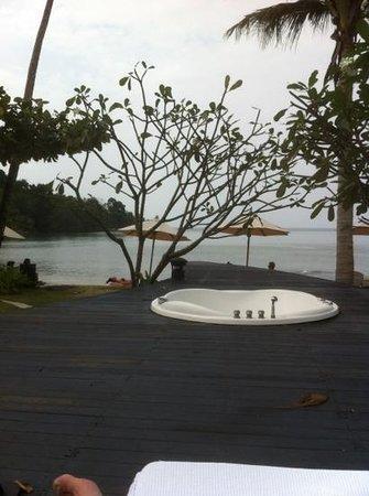 Mercure Koh Chang Hideaway Hotel:                   uitzicht op zee