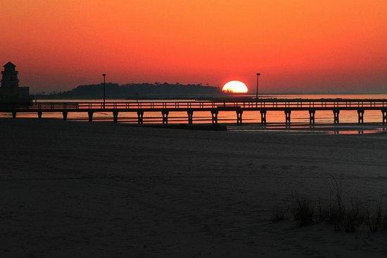 Hampton Inn Biloxi:                   Sunrise in Biloxi