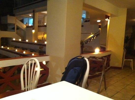 La Perla:                   empty restaurant