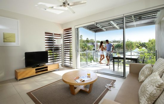 RACV Noosa Resort: 1 Bedroom Apartment living area and balcony