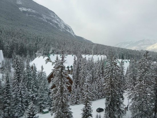 Fairmont Banff Springs: 2nd View from our room