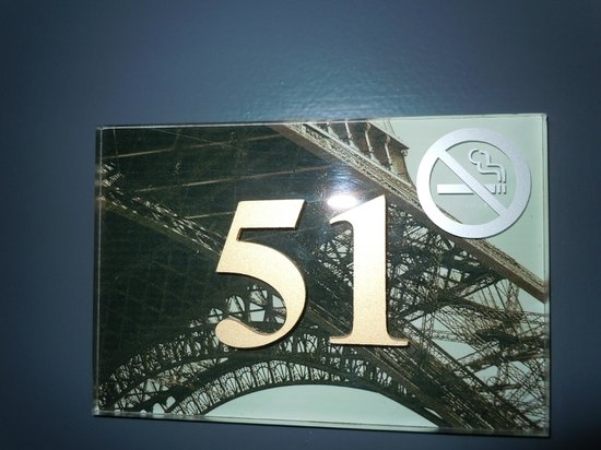 Hotel du Cadran Tour Eiffel: door number