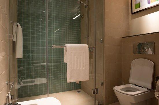 Grand Millennium Al Wahda:                                     Bathroom