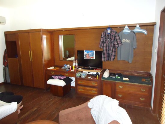 """Eriyadu Island Resort:                   Wohnwand im Schlafzimmer """"DeLuxe"""""""