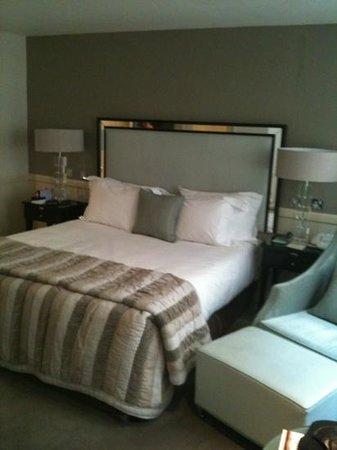 โรงแรม เดอะ บริสตอล:                   Our Room