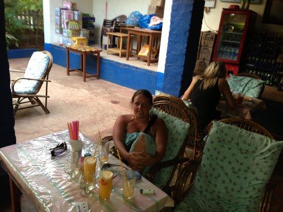 D'Mellos Guesthouse:                   Agnelos bar