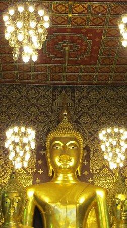 Wat Phra That Hariphunchai:                                     center Buddha image