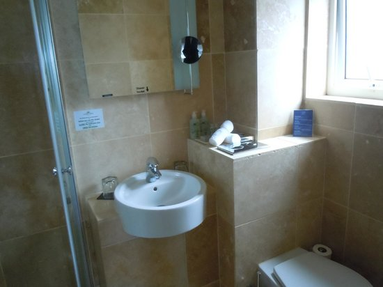 Cobo Bay Hotel: bathroom