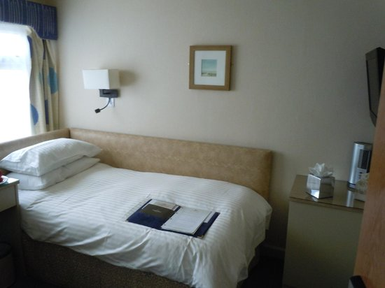 Cobo Bay Hotel: single room
