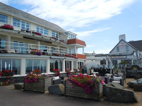 Cobo Bay Hotel: exterior of hotel