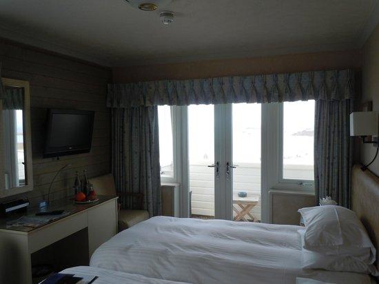 Cobo Bay Hotel : twin room