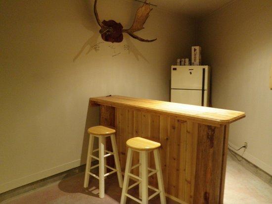 Riverbend Guest House B&B: Pool table room with bar/fridge & dart board