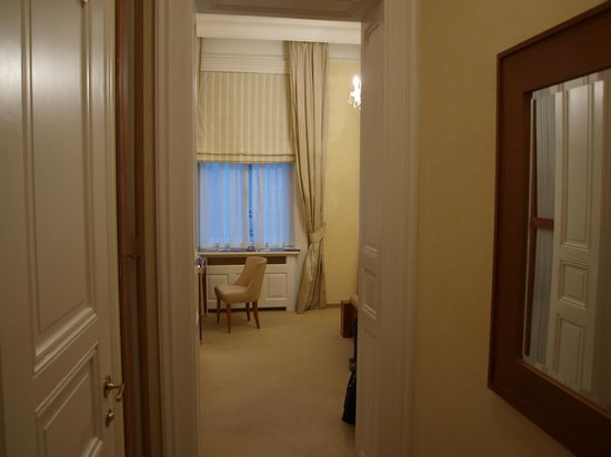 Ventana Hotel Prague: Entering the room