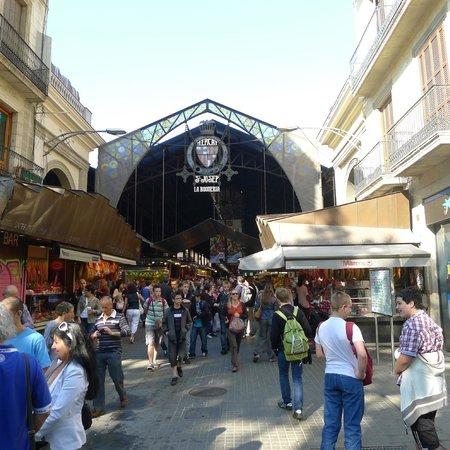 Hotel Curious : Le célèbre marché la Boqueria n'est qu'à quelques centaines de mètres.