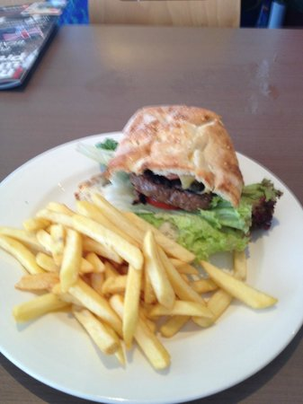 Coolum Surf Club: My Beef Burger