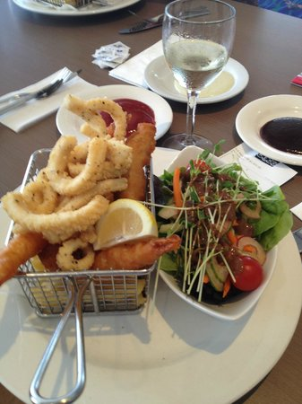 Coolum Surf Club: Sea Food basket