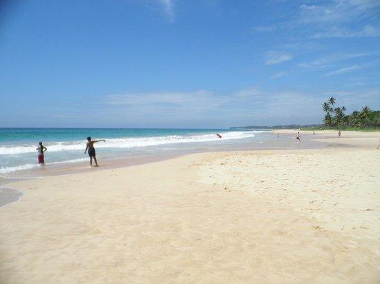 Club Koggala Village:                   Koggala Beach