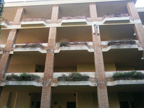 Hotel Playa Mazatlan:                   Courtyard