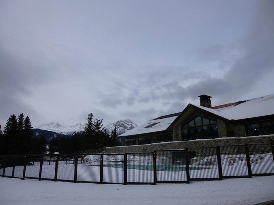 Fairmont Jasper Park Lodge: Outside swimming pool
