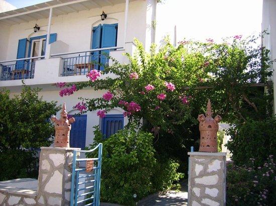 Hotel Afroditi:                   Notre chambre vue de l'entrée de l'hôtel