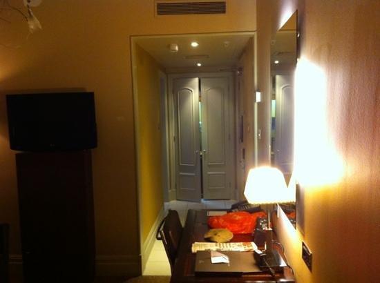 The Waldorf Hilton London: room