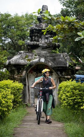 Grasshopper Adventures Day Tours: Pedaling the Prabang