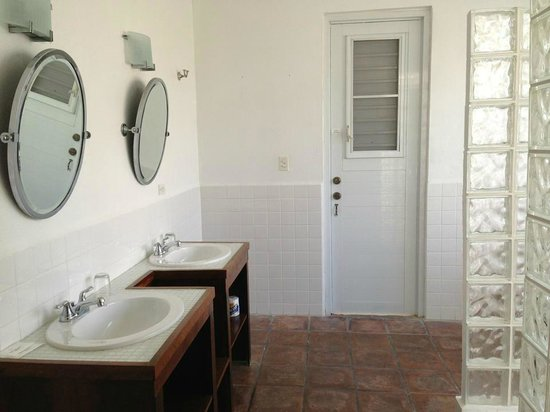 Bravo Beach Hotel:                   Ensuite master bath to one of the bedrooms.