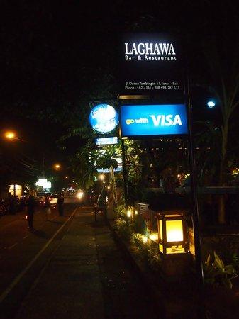 Laghawa Beach Inn:                   ホテル入り口にあるレストラン