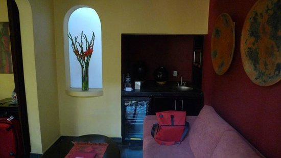 The Red Tree House: View of mini lounge and wine fridge