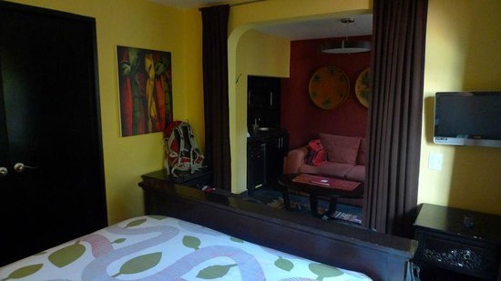 The Red Tree House: View of mini lounge room from bedroom