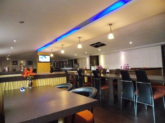 Hotel Presidency Landmark :                   restaurant