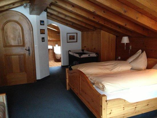 Hotel Restaurant Steinbock: Room