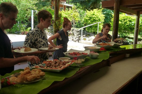 Daku Resort:                   Christmas lunch is served