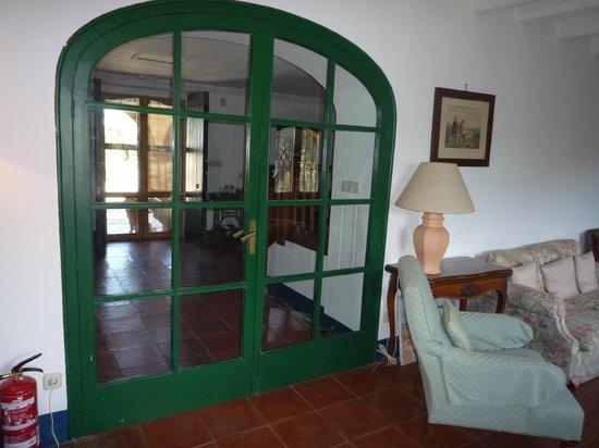 Mas Carlons : Vista Sala y entrada