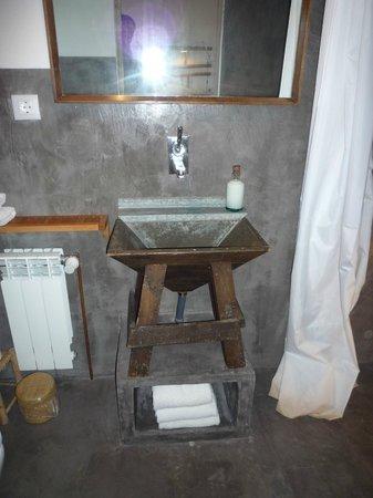 Mas Carlons : Lavabo habitación santa Bárbara