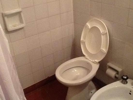Foto de hotel lihuel calel santa rosa inodoro dentro de for Inodoro triturador opiniones
