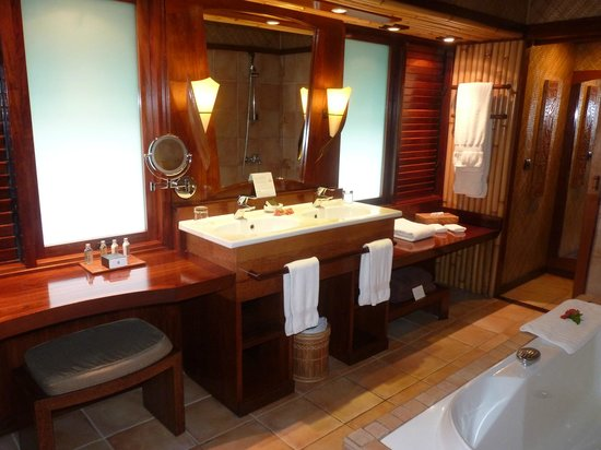 InterContinental Bora Bora Le Moana Resort:                   la salle de bain