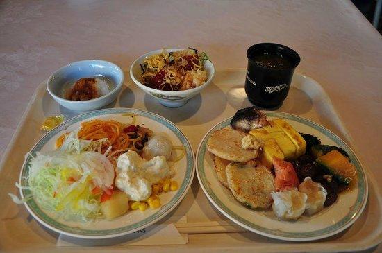 Sennomori : 朝食ブッフェ、奥のてこね寿司が美味しかった