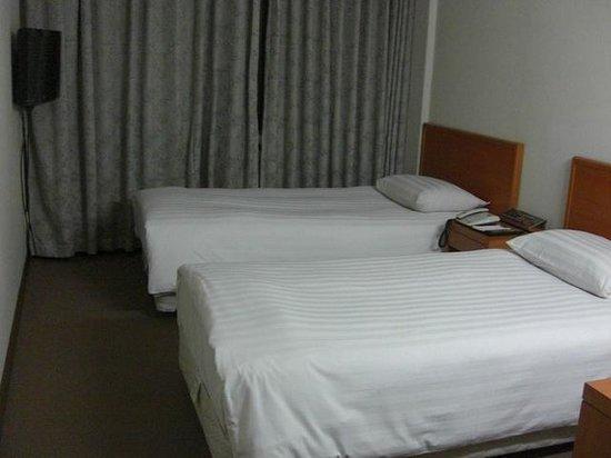 Hotel River Park :                   人によっては少し狭く感じるかもしれません…