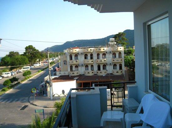 Endam Hotel:                   Вид из номера на улицу Кемаля Ататюрка