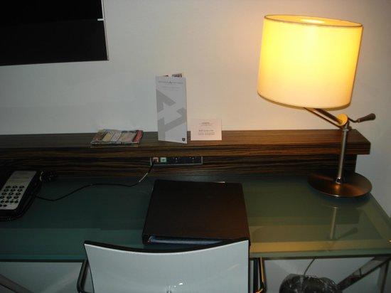 Copenhagen Island Hotel :                   Chambre - Bureau & TV