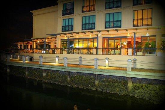 Palazzo Versace:                   Vie bar & Resturant